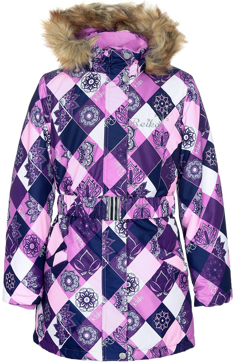 Куртка для девочки Reike, цвет: фуксия. 396679_FDM fuchsia. Размер 140396679_FDM fuchsiaКуртка для девочки Reike Цветы изготовлена из ветрозащитного, водоотталкивающего, дышащего материала с ажурным принтом в виде цветов. Подкладка выполнена из принтованного полиэстера с флисовым подкладом. Куртка дополнена съемным регулирующимся капюшоном с отстегивающейся меховой опушкой и светоотражающими лентами, поясом-резинкой с серебристой металлической пряжкой, а также двумя карманами на молниях. На груди оригинальная серебристая вышивка логотипа Reike, украшенная декоративными камушками. Рукава оформлены трикотажными манжетами. Ветрозащитная планка на кнопках и липучках по всей длине молнии не допускает проникновения холодного воздуха. Базовый уровень. Коэффициент воздухопроницаемости куртки: 2000гр/м2/24 ч. Водоотталкивающее покрытие: 2000 мм.