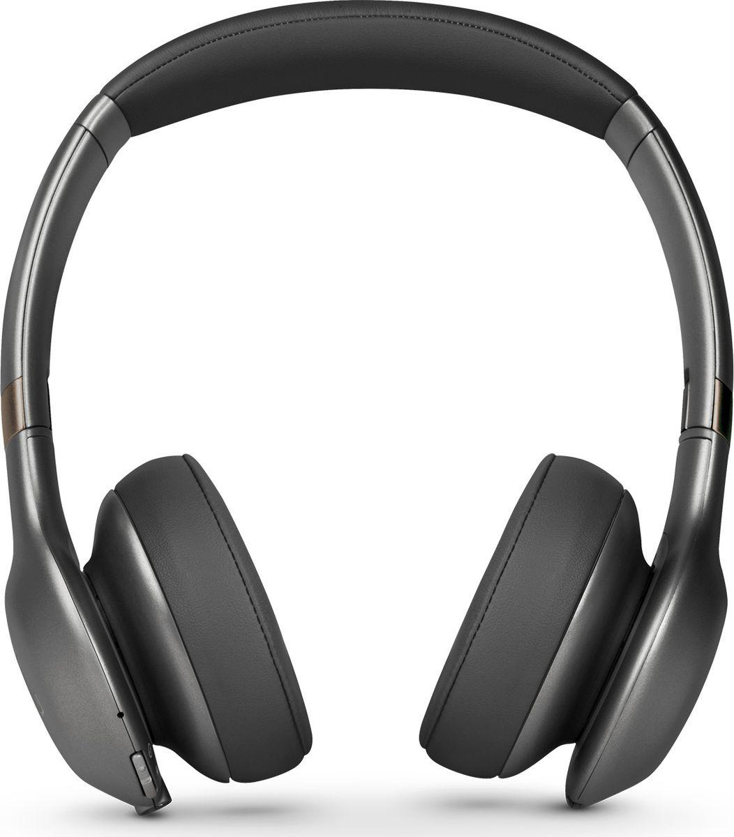 JBL Everest 310, Gun Metal наушникиJBLV310BTGMLНаденьте наушники JBL Everest 310: вас ждет до 20 часов прослушивания без проводов, потрясающий легендарный звук JBL Pro, эргономичный комфорт благодаря отделке из премиум-материалов и удобному прилеганию амбушюр. Технология Share Me 2.0 позволяет делиться музыкой с друзьями через Bluetooth. Благодаря быстрой зарядке за 2 часа, элегантному складному дизайну и компактному жесткому чехлу эти наушники станут вашим идеальным попутчиком в частых поездках. Встроенный микрофон обеспечивает кристально чистый звук во время звонков в режиме hands-free, а удобные кнопки на чашке наушника позволяют выбирать нужную музыку. Наушники доступны в металлических оттенках. Они сделают музыку центром вашей жизни. Позвольте себе этот звук.