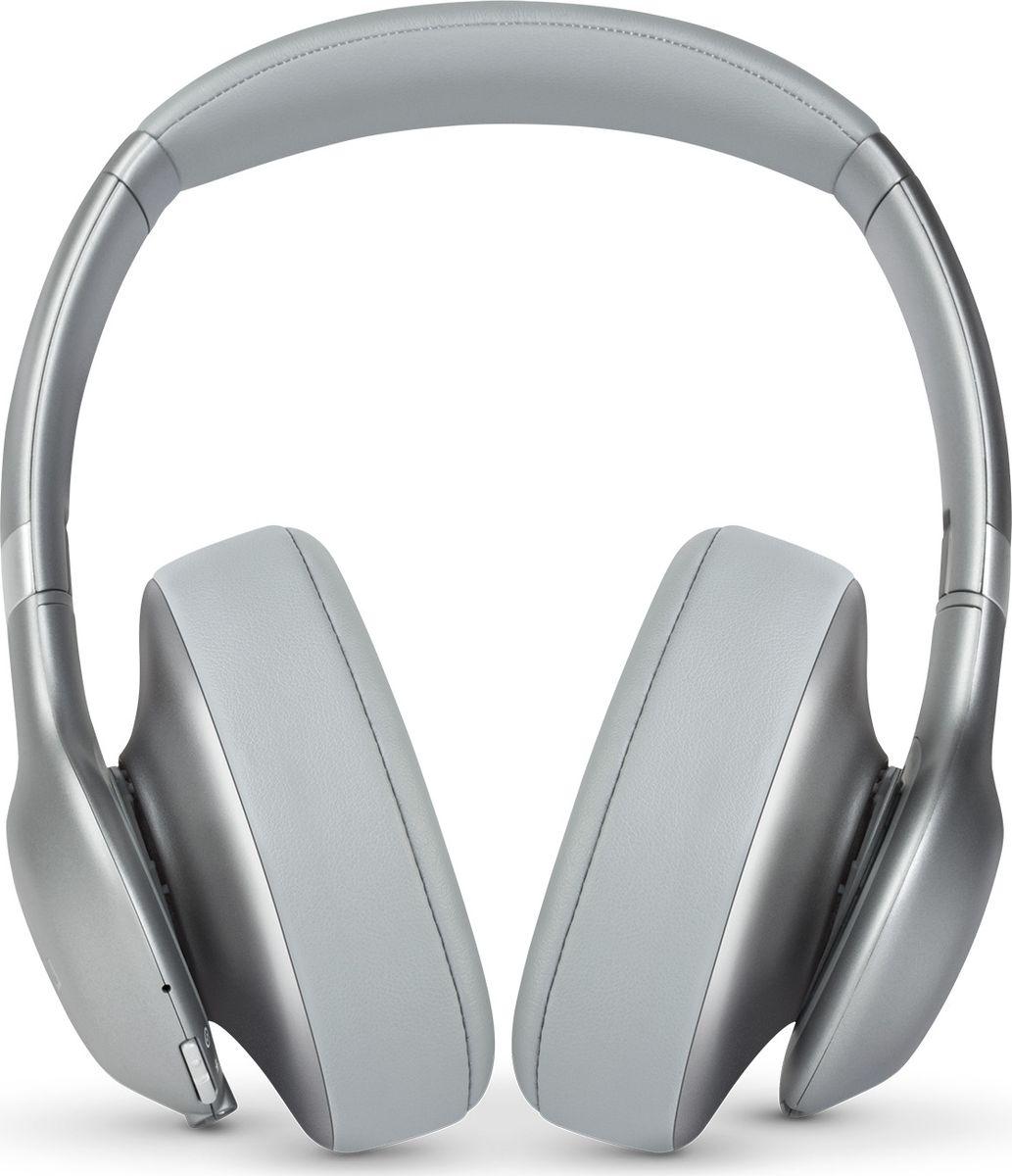 JBL Everest 710, Silver наушникиJBLV710BTSILНаденьте наушники JBL Everest 710 - и вас ждет до 25 часов свободного от проводов прослушивания, потрясающий легендарный звук JBL Pro, эргономичный комфорт и удобное прилегание благодаря отделке из высококачественных материалов. Технология Share Me 2.0 позволяет делиться музыкой с друзьями через Bluetooth. Благодаря быстрому времени зарядке (2 часа), элегантному складывающемуся дизайну и компактному жесткому футляру эти наушники станут вашим идеальным попутчиком в поездках. Встроенный микрофон обеспечивает кристально чистый звук во время звонков в режиме hands-free, а удобные кнопки на чашке наушника позволяют выбирать нужную музыку. Наушники доступны в металлических оттенках. Они сделают музыку центром вашей жизни. Позвольте себе этот звук.