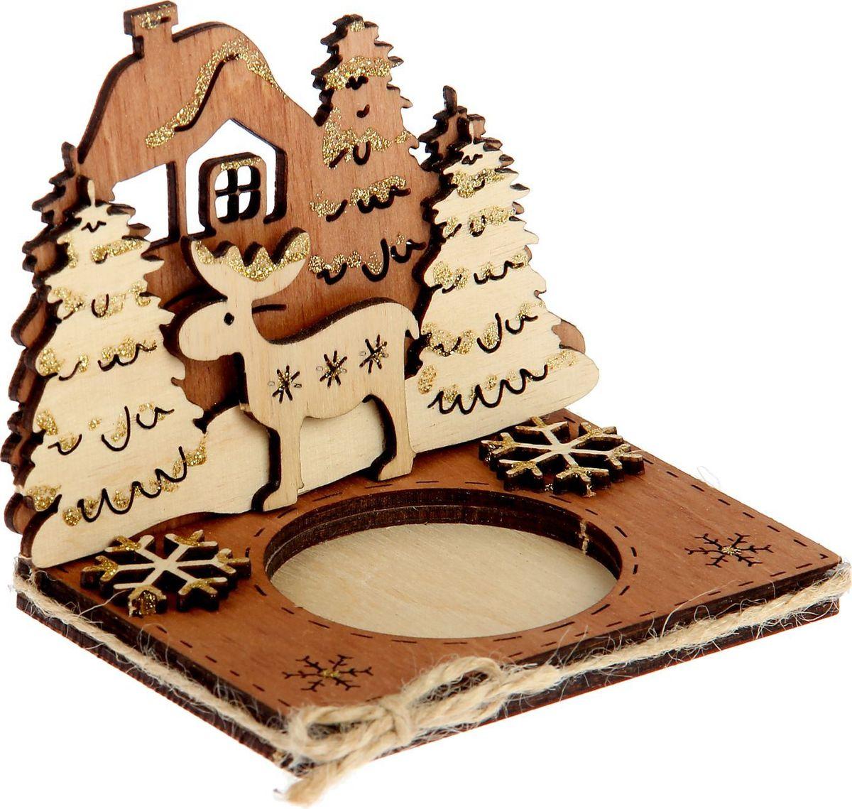 Подсвечник Sima-land С оленем, фанера, 10 х 10 х 0,3 см1530122Изысканный деревянный подсвечник станет отличным украшением любого интерьера, будет радовать вас и ваших близких каждый вечер. Такой деревянный аксессуар отлично смотрится на журнальном столике или на полочке с книгами, обращает на себя внимание своим волшебным зимним оформлением!