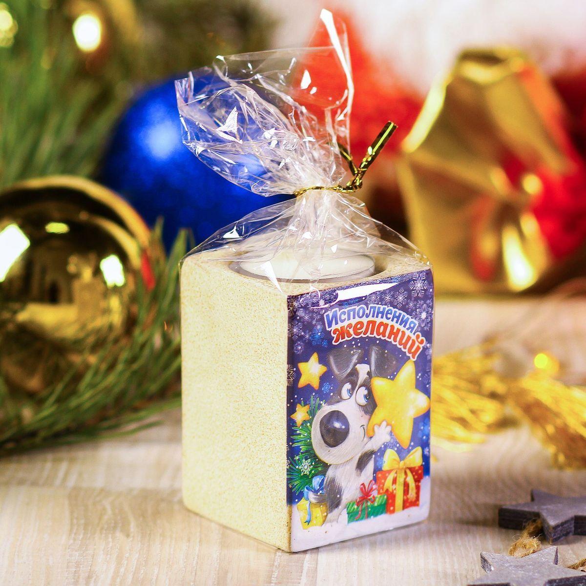 Подсвечник Sima-land Исполнения желаний, 5,5 х 7,5 см2248043Создать романтичную атмосферу в самую волшебную ночь года поможет Подсвечник со свечой Исполнения желаний. Мерцающий свет от одного или нескольких изделий наполнит комнату теплом и принесёт новогоднее настроение.Сувенир станет приятным сюрпризом или отличным дополнением к основному подарку.Внимание! Расставляйте зажжённые свечи аккуратно, вдали от легковоспламеняющихся предметов.