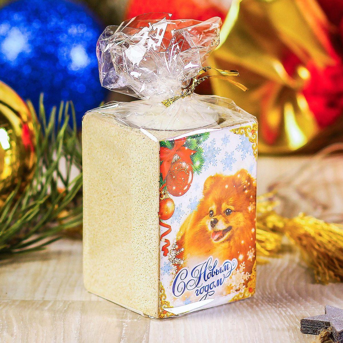 Подсвечник Sima-land С Новым годом, 5,5 х 7,5 см2248046Создать романтичную атмосферу в самую волшебную ночь года поможет Подсвечник со свечой С Новым Годом. Мерцающий свет от одного или нескольких изделий наполнит комнату теплом и принесёт новогоднее настроение.Сувенир станет приятным сюрпризом или отличным дополнением к основному подарку.Внимание! Расставляйте зажжённые свечи аккуратно, вдали от легковоспламеняющихся предметов.