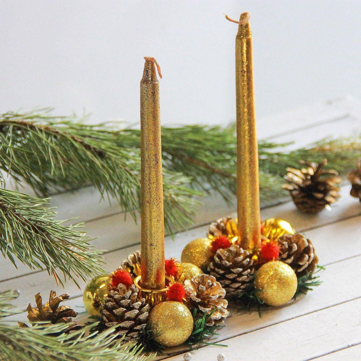 Набор свечей Sima-land Золотые шары, с подсвечником, 4 предмета2377898Невозможно представить нашу жизнь без праздников! Мы всегда ждём их и предвкушаем, обдумываем, как проведём памятный день, тщательно выбираем подарки и аксессуары, ведь именно они создают и поддерживают торжественный настрой. Это отличный выбор, который привнесёт атмосферу праздника в ваш дом!