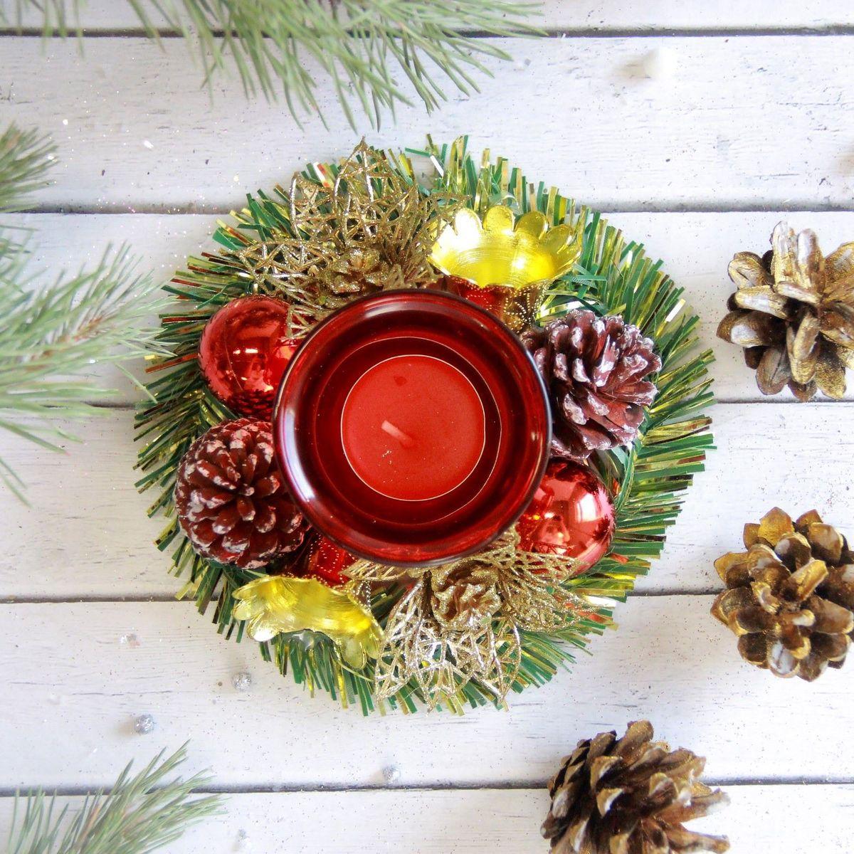 Свеча новогодняя Sima-land С шишками и цветами, диаметр 12 см2378009Невозможно представить нашу жизнь без праздников! Мы всегда ждём их и предвкушаем,обдумываем, как проведём памятный день, тщательно выбираем подарки и аксессуары, ведьименно они создают и поддерживают торжественный настрой - это отличный выбор, которыйпривнесёт атмосферу праздника в ваш дом!