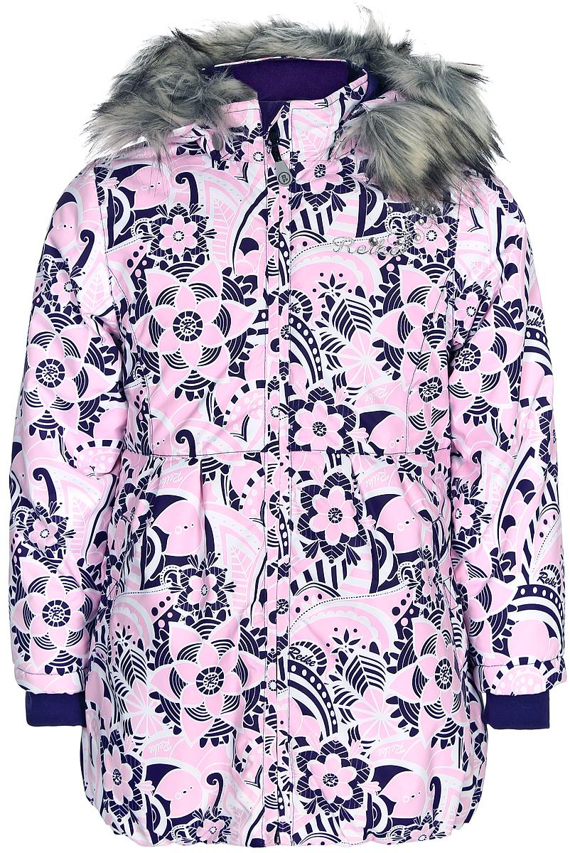 Куртка для девочки Reike, цвет: розовый. 396555_WLC pink. Размер 110396555_WLC pinkКуртка для девочки Reike Зимние кружева изготовлена из ветрозащитной, водонепроницаемой, дышащей мембранной ткани с оригинальным принтом в виде растительных узоров. Подкладка выполнена из принтованного полиэстера с флисовой спинкой и воротником. Приталенная куртка дополнена съемным регулирующимся капюшоном с отстегивающейся меховой опушкой, светоотражающими лентами, а также двумя карманами, украшенными бантиками. Низ куртки присборен резинкой. Рукава оформлены эластичными трикотажными манжетами. Внутренняя ветрозащитная планка по всей длине молнии не допускает проникновения холодного воздуха. Базовый уровень. Коэффициент воздухопроницаемости куртки: 2000гр/м2/24 ч. Водоотталкивающее покрытие: 2000 мм.