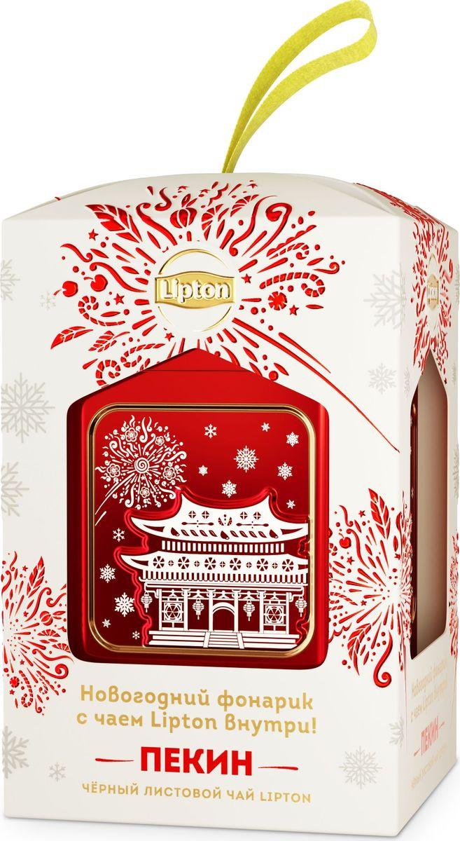 Lipton елочное украшение с листовым чаем Пекин, 30 г67302652Если в этом году вы хотите поздравить ваших друзей и родных ярко и необычно, то вместе с новогодним фонарем Lipton вы сможете это сделать. Новогодняя коллекция от бренда Lipton – это 4 фонаря, символизирующие разные города в предновогоднем настроении: Нью-Йорк, Прага, Пекин и конечно же родная Москва. В окнах фонарей изображены самые известные здания-достопримечательности этих городов. Элементы на праздничных фонариках выполнены в чайной стилистике. Вы можете выбрать именно тот фонарь-город, который вам больше придётся по душе или собрать целую коллекцию. Ведь фонари Lipton – это не просто красивая упаковка в лаконичном дизайне, но еще и коллекция оригинальных новогодних украшений, которые станут отличным элементом декора для вашей елки.Подарив такой подарок, вы не только привносите праздничное настроение, но и дарите маленькую мечту, обязательно посетить этот город. А как известно, в Новый год все мечты сбываются. Дарите праздник вместе с Lipton! В состав набора входят: 1.Чай черный Lipton Yellow Label Tea листовой, 30г. Состав: чай черный листовой. 2.Жестяная банка во форме фонаряВсё о чае: сорта, факты, советы по выбору и употреблению. Статья OZON Гид
