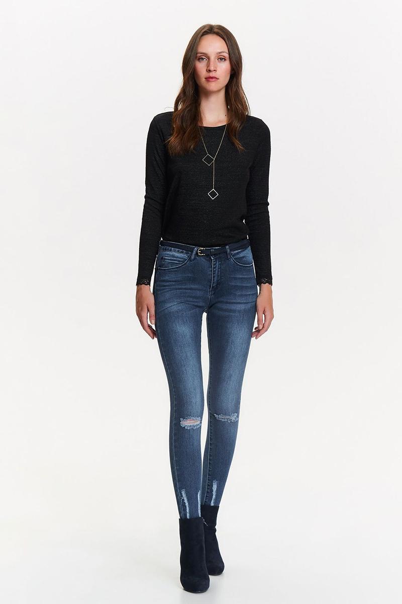 Джинсы женские Top Secret, цвет: синий. SSP2695NI. Размер 40 (48)SSP2695NIЖенские джинсы Top Secret выполнены из высококачественного эластичного хлопка. Джинсы зауженного кроя и стандартной посадки застегиваются на пуговицу в поясе и ширинку на застежке-молнии, дополнены шлевками для ремня. Джинсы имеют классический пятикарманный крой: спереди модель дополнена двумя втачными карманами и одним маленьким накладным кармашком, а сзади - двумя накладными карманами. Джинсы украшены декоративными потертостями.
