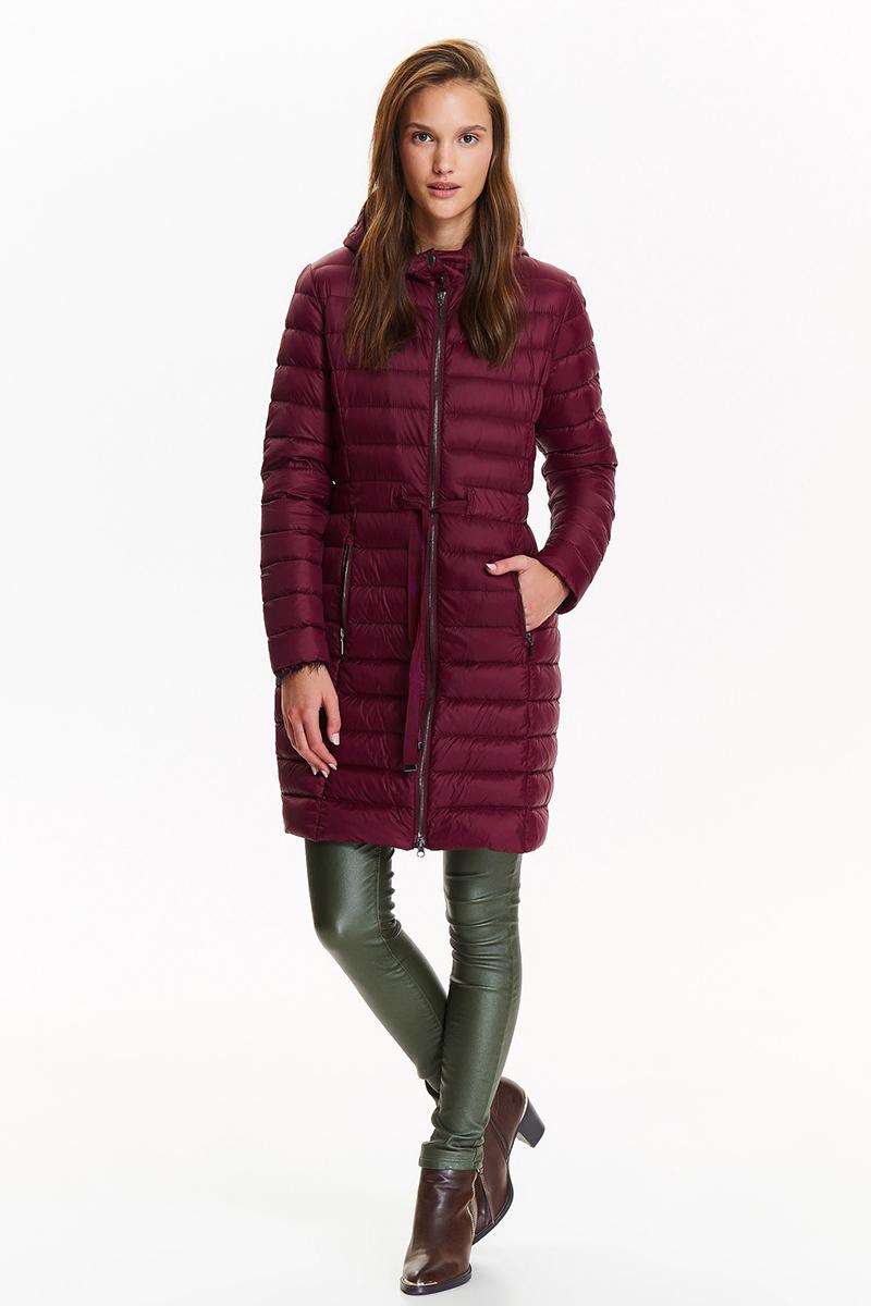 Куртка женская Top Secret, цвет: красный. SKU0767CE. Размер 40 (48)SKU0767CEЖенская куртка Top Secret выполнена из высококачественного материала. Модель с капюшоном застегивается на молнию. Изделие имеет приталенный силуэт. Спереди расположены два прорезных кармана на молниях.