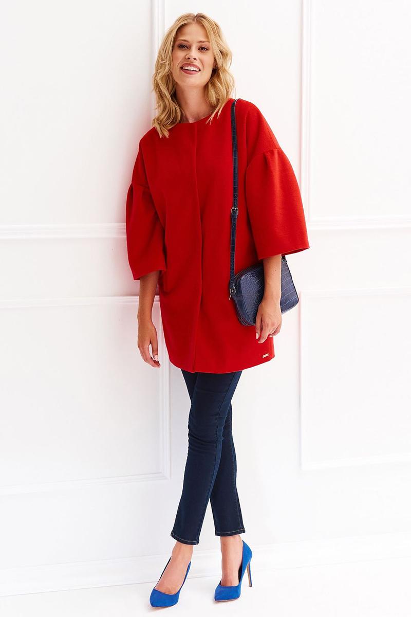Пальто женское Top Secret, цвет: красный. SPZ0406CE. Размер 40/42 (48/50)SPZ0406CEЖенское пальто Top Secret выполнено из высококачественного материала. Модель с круглым вырезом горловины застегивается на кнопки. Изделие имеет свободный силуэт.