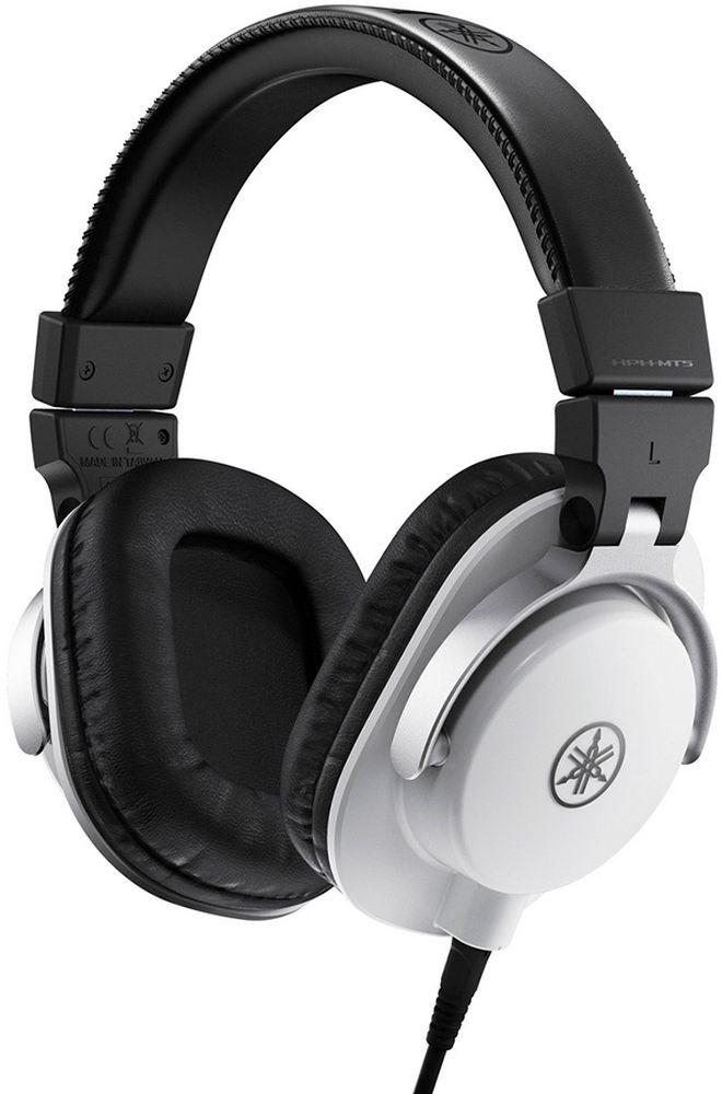 Yamaha HPH-MT5, White наушникиMCI55155Точное звучание для профессионального мониторинга и малая масса.HPH-MT5 — высококачественные мониторные наушники, обеспечивающие достоверный звук, по достоверности практически не уступающий оригиналу. Идеально подходят для работы в студии, музыкального продакшена на дому или персонального прослушивания. Гарантируют комфортный мониторинг даже при длительном прослушивании благодаря исключительно малой массе.Наушники MT5 имеют специально разработанные динамики со звуковыми катушками из омедненной алюминиевой проволоки и мощными неодимовыми магнитами для достижения точного разрешения и управляемости. Благодаря звуковым катушкам из алюминиевой проволоки, покрытой высокопроводящей медью, эти легкие, но мощные громкоговорители обеспечивают широкий частотный диапазон 20 Гц – 20 кГц и ровное звучание с высоким разрешением, отвечающее требованиям профессионального мониторинга.Все акустические компоненты наушников MT5 — от кронштейнов до чашек — разработаны так, чтобы обеспечивать максимально возможную точность воспроизведения звука, полностью устраняя паразитные резонансы.Для профессиональных звукоинженеров, занимающихся критическим прослушиванием (в частности, в студиях звукозаписи), очень важно, чтобы используемые ими наушники были подогнаны так, чтобы не утомлять в ходе долгих сеансов прослушивания, и гарантировали уровень изоляции, позволяющий сконцентрироваться во время работы. Наушники HPH-MT5 обеспечивают превосходные уровни комфорта и изоляции и разработаны именно для того, чтобы отвечать высоким стандартам пользователей-профессионалов.Наушники MT5 имеют изящный и стильный дизайн, а их охватывающее уши закрытое исполнение обеспечивает удобную подгонку и отличную изоляцию.Наушники MT5 оснащены большими амбушюрами, делающими подгонку чрезвычайно комфортной. Изготовленные из гладкой синтетической кожи, они, не создавая чрезмерного давления и поглощая избыточную вибрацию, обеспечивают исключительное удобство ношения и высокий уровень 