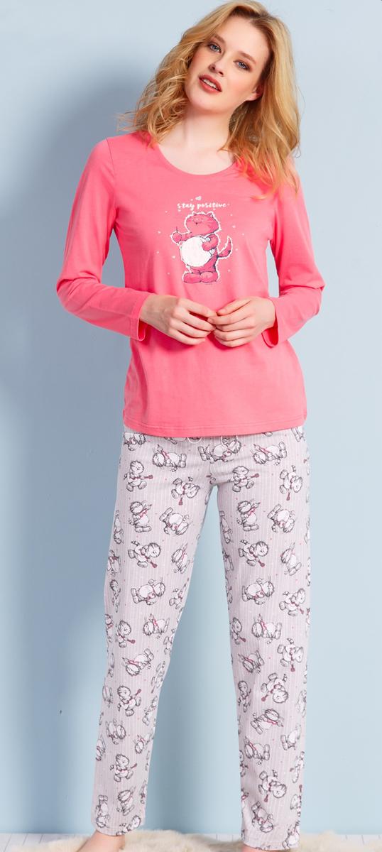 Домашний комплект женский Vienettas Secret Кот с барабаном: брюки, кофта, цвет: розовый. 703033 3122. Размер M (46)703033 3122Комплект домашней одежды Vienettas Secret, состоящий из кофты и брюк, выполнен из натурального хлопка и полиэстера. Кофта прямого покроя, с круглым вырезом горловины. Брюки свободного покроя. Кофта и брюки отлично садятся по фигуре, не сковывают движений, ткань мягкая и невесомая, очень приятная к телу. Идеальный вариант одежды для стильного образа и комфортного отдыха дома.