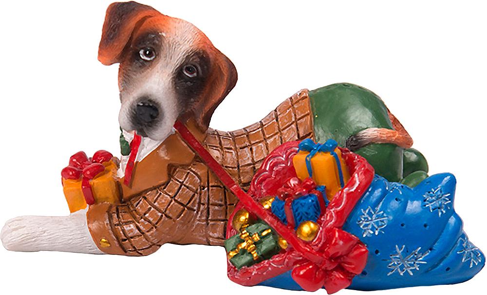 Фигурка декоративная Magic Time Собака с подарками. 7558875588Фигурка декоративная Magic Time, выполненная из полирезины, станет оригинальным подарком для всех любителей необычных вещей. Она выполнена в виде собаки. Изысканный сувенир станет прекрасным дополнением к интерьеру. Вы можете поставить фигурку в любом месте, где она будет удачно смотреться и радовать глаз.