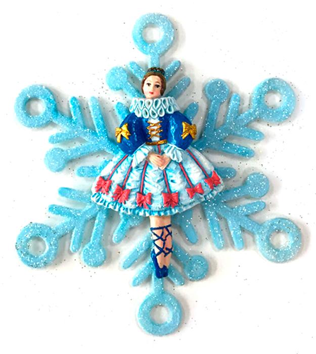 Украшение новогоднее подвесное Magic Time Принцесса в снежинке75627Новогоднее подвесное украшение Принцесса в снежинке выполнено из полирезина и акрила.