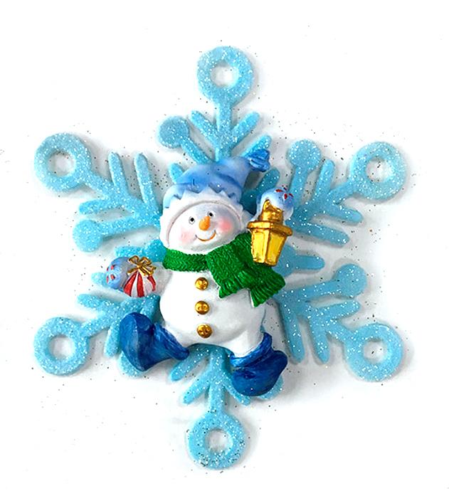 Украшение новогоднее подвесное Magic Time Снеговик в снежинке. 7563075630Оригинальное новогоднее украшение Magic Time выполнено из полирезины и акрила в виде снеговика в снежинке. Украшение можно повесить в любом понравившемся вам месте. Но, конечно же, удачнее всего такая игрушка будет смотреться на праздничной елке. Новогодние украшения приносят в дом волшебство и ощущение праздника. Создайте в своем доме атмосферу веселья и радости, украшая всей семьей новогоднюю елку нарядными игрушками, которые будут из года в год накапливать теплоту воспоминаний.