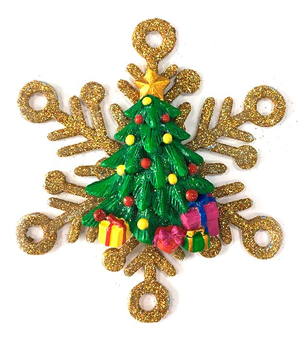 """Оригинальное новогоднее украшение """"Magic Time"""" выполнено из полирезины и акрила в виде елки в снежинке. Украшение  можно повесить в любом понравившемся вам месте. Но,  конечно же, удачнее всего такая игрушка будет  смотреться на праздничной елке.    Новогодние украшения приносят в дом волшебство и  ощущение праздника. Создайте в своем доме атмосферу  веселья и радости, украшая всей семьей новогоднюю  елку нарядными игрушками, которые будут из года в год  накапливать теплоту воспоминаний."""