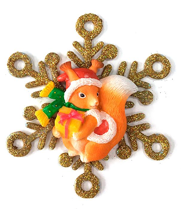 Украшение новогоднее елочное Magic Time Белочка в снежинке. 7563375633Новогоднее подвесное украшение из полирезины и акрила БЕЛОЧКА В СНЕЖИНКЕ, 11x1,5x11 см, артикул 75633