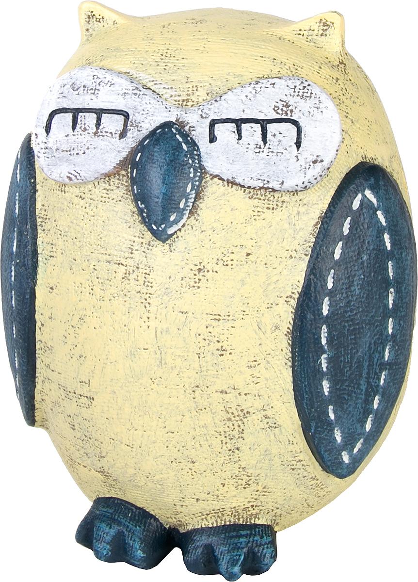Копилка декоративная Magic Home Совушка, цвет: желтый, синий, 10,5 х 9 х 12 см76656Копилка декоративная Magic Home Совушка, выполненная из полирезины, - это отличный вариант подарка для ваших близких и друзей. Стильная и оригинальная она наполнит процесс накопления денег позитивными моментами. Копилка станет прекрасным дополнением интерьера дома или офиса. Фигурку можно поставить в любом месте, где она будет удачно смотреться и радовать глаз.