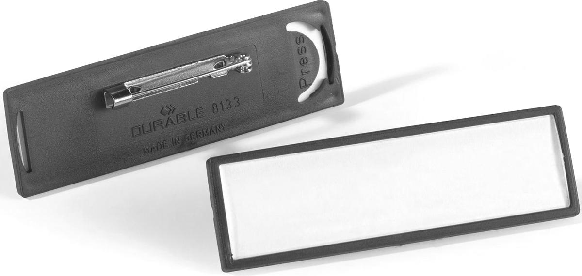 Durable Бейдж горизонтальный на булавке8133-01Бейдж - неотъемлемый атрибут любого офиса или компании. Он является визитной карточкой сотрудника.Горизонтальный бейдж Durable изготовлен из жесткого пластика. Он крепится на большую булавку. Размер: 1,7 х 6,7 см.