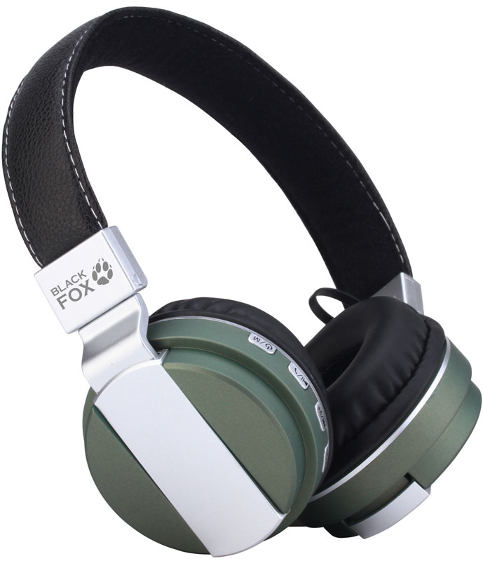 Black Fox BAH008, Silver Green беспроводные наушникиT026501Компактный размер и довольно приличная функциональность выделяют наушники Black Fox BAH008 из огромного количества устройств различных производителей.Поддержка microSD карт емкостью до 32 ГБ позволяет использовать наушники в качестве беспроводного Мр3 плеера. Наличие встроенного модуля Bluetooth версии 2.1 позволяет использовать устройство в качестве мобильной гарнитуры, а также прослушивать музыку со смартфона.4 часа автономной работы наушники отрабатывают без каких-либо проблем. При прослушивании аудио книг на средней громкости время работы составляет 4 часа, что можно считать весьма неплохим результатом для использованного элемента питания 250 мАч.Амбушюры накладные типа supra-aural изготовлены из мягкой эко кожи. Наушники очень легкие, динамики плотно прилегают к ушам. Довольно жесткая конструкция оголовья у определенных пользователей может вызвать ощущение давления на уши, даже не смотря на подвижность амбушюр.