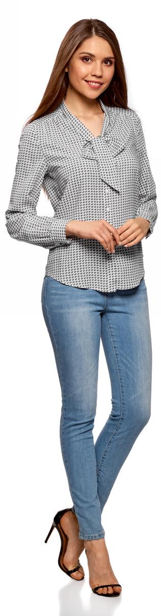 Блузка женская oodji Ultra, цвет: белый, бежевый. 11411168/47075N/1233G. Размер 42-170 (48-170)11411168/47075N/1233GСтильная блузка от oodji выполнена из натуральной вискозы. Модель с длинными рукавами застегивается на пуговицы, на груди дополнена лентами, завязывающимися в бант.