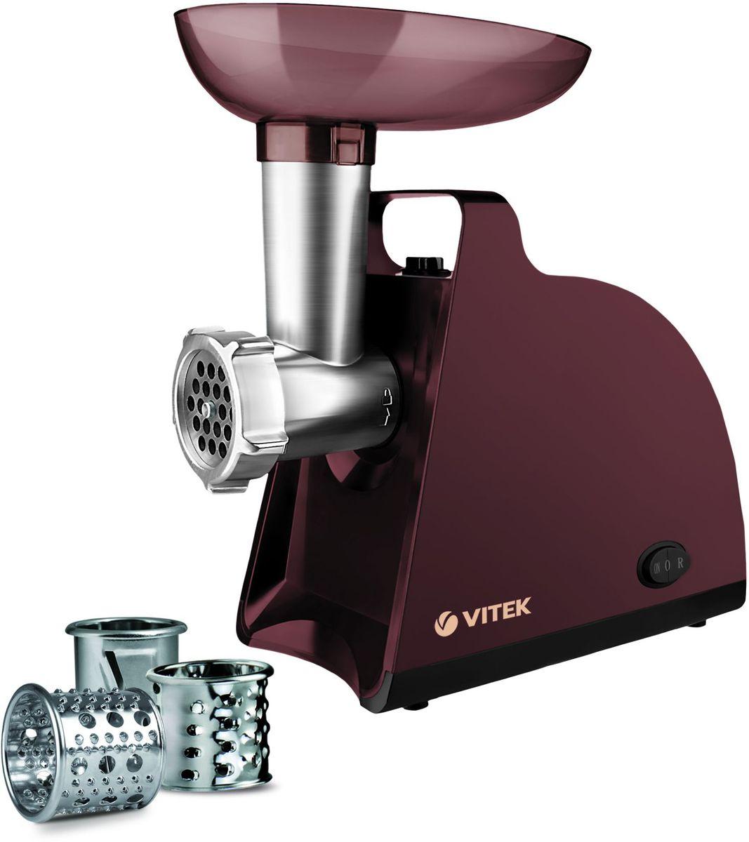 Vitek VT-3613(BN) мясорубкаVT-3613(BN)Модель мясорубки Vitek VT-3613 с мощностью 1700 Вт способна приготовить до 1,5 кг фарша в минуту. Также мясорубка оснащена уникальной технологией Magnifit ? заточка и шлифовка ножа и диска обеспечивают максимальное прилегание друг к другу, словно магнит – вы сможете получить фарш, измельчённый со 100% эффективностью! В мясорубке VT-3613предусмотрено 2 диска из высококачественной нержавеющей стали для приготовления фарша, благодаря которым получается отменный рубленый фарш. Функция Реверс облегчит переработку мяса: система, проворачивающая шнек мясорубки (спираль, осуществляющая прокрутку фарша) в обратном направлении позволяет избавиться от жил, намотавшихся на шнек и затрудняющих работу мясорубки. Чтобы мясорубка не скользила во время работы, предусмотрены прорезиненные ножки. Отличительной особенностью модели VT-3613 является наличие трех насадок для обработки овощей, включая насадку для приготовления драников.