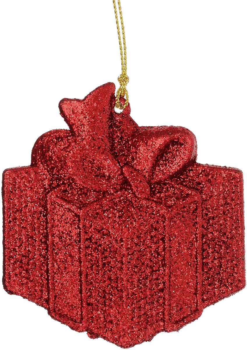 Украшение новогоднее подвесное Magic Time Подарок, цвет: красный, 8 х 8,5 см75127Новогоднее украшение Magic Time Подарок отлично подойдет для декорации вашего дома и новогодней ели. Украшение выполнено из высококачественного пластика и оформлено блестками. Изделие оснащено текстильной петелькой, с помощью которой его можно повесить в любом понравившемся вам месте. Елочная игрушка - символ Нового года. Она несет в себе волшебство и красоту праздника. Создайте в своем доме атмосферу веселья и радости, украшая всей семьей новогоднюю елку нарядными игрушками, которые будут из года в год накапливать теплоту воспоминаний.