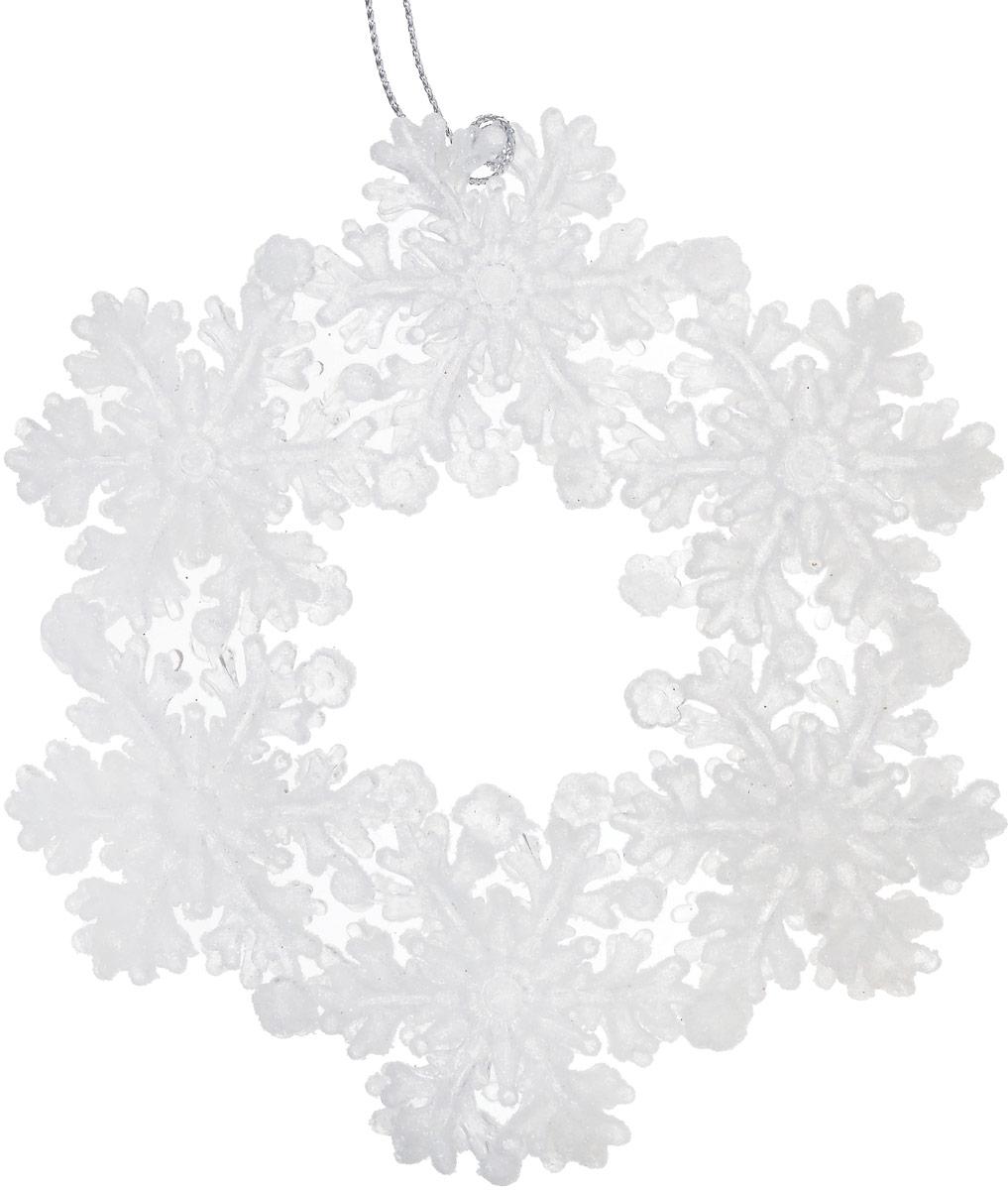 Новогоднее подвесное украшение Magic Time Венок, цвет: белый, диаметр 12,7 см35060Новогоднее подвесноеукрашение Magic Time Венок отлично подойдет для декорации новогодней ели. Игрушка изготовлена из полистирола и украшена блестками.Создайте в своем доме атмосферу веселья и радости, украшая всей семьей новогоднюю елку нарядными игрушками, которые будут из года в год накапливать теплоту воспоминаний.Размеры украшения: 12,7 х 12,7 х 1 см.