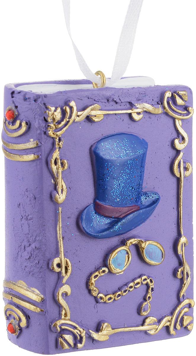 Украшение новогоднее подвесное Magic Time Книга Иллюзий. 7556375563Новогоднее подвесноеукрашение Magic Time Книга Тайн отлично подойдет для декорации новогодней ели. Игрушка, изготовленная из полирезины, выполнена в виде книги.Создайте в своем доме атмосферу веселья и радости, украшая всей семьей новогоднюю елку нарядными игрушками, которые будут из года в год накапливать теплоту воспоминаний.Размеры украшения: 5 х 2 х 7 см