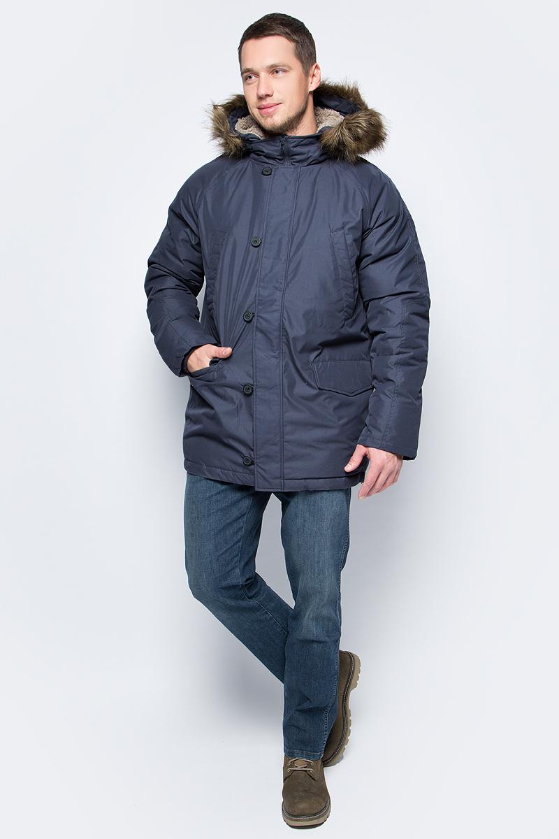 Пуховик мужской Sela, цвет: голубой. Ced-226/405-7412. Размер L (50)Ced-226/405-7412Мужская куртка-пуховик от Sela выполнена из плащевки. Модель прямого кроя с длинными рукавами и втачным капюшоном застегивается на молнию и имеет ветрозащитный клапан на пуговицах. Капюшон декорирован опушкой из искусственного меха. По бокам модель дополнена втачными карманами с клапанами, на груди – прорезными карманами.