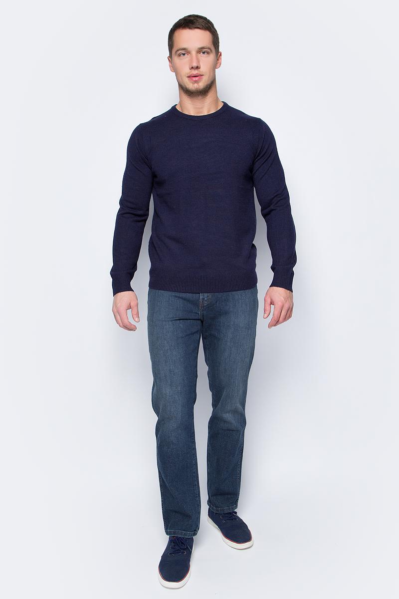 Джинсы мужские Wrangler, цвет: синий. W1216497B. Размер 35-34 (50/52-34)W1216497BМужские джинсы Wrangler станут отличным дополнением к вашему гардеробу. Джинсы выполнены из эластичного хлопка. Модель зауженного кроя на поясе застегивается на металлическую пуговицу и ширинку на металлической застежке-молнии, а также предусмотрены шлевки для ремня. Модель имеет классический пятикарманный крой: спереди расположены два втачных кармана и один маленький кармашек, а сзади - два накладных кармана.