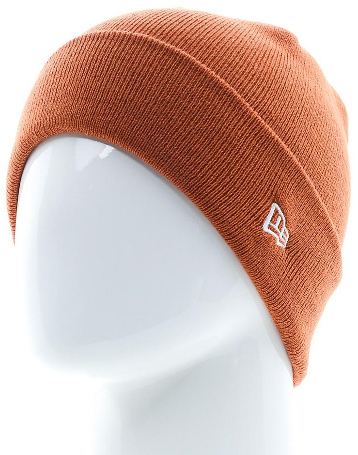 Шапка New Era Ess Cuff Knit, цвет: кирпичный. 11448385-RUST. Размер универсальный11448385-RUSTШапка с отворотом New Era выполнена из 100% акрила. Модель оформлена вышивкой с изображением логотипа бренда. Такая шапка подойдет и для мужчин, и для женщин.