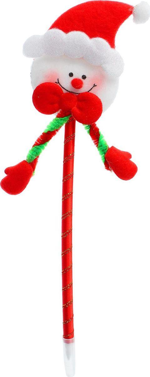 Sima-land Ручка Снеговик розовые щечки2326738Шариковая ручка с тематическим принтом станет отличным презентом в новогодние праздники! Для взрослых это будет оригинальное украшение рабочего стола и приятное напоминание о человеке, который преподнёс такой сувенир. А маленьких деток привлечёт красочный дизайн - за уроки они будут браться с энтузиазмом. Наконечник в форме различных фигурок подарит улыбки и море позитива - такой зимний атрибут просто не захочется выпускать из рук!