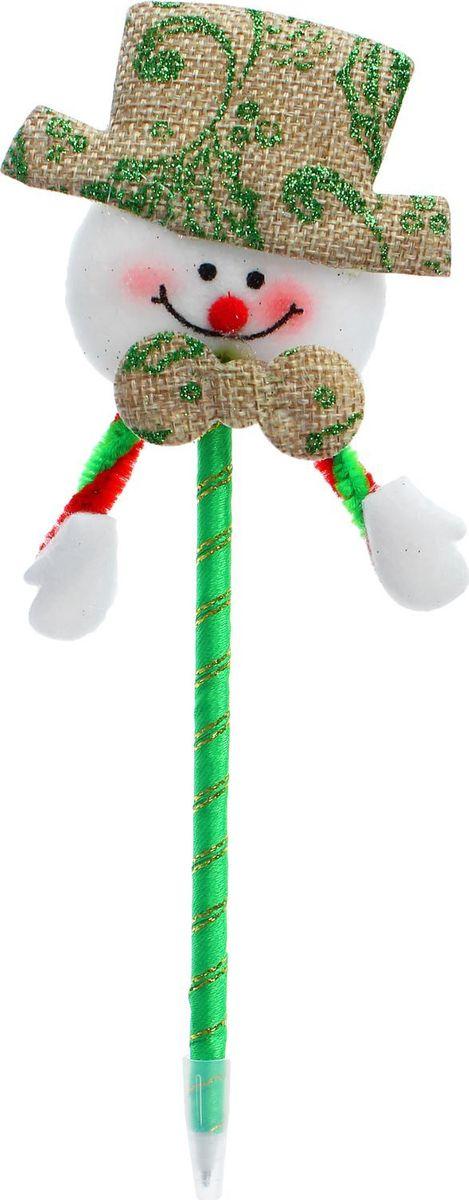 Sima-land Ручка Снеговик в шляпе2326743Шариковая ручка с тематическим принтом станет отличным презентом в новогодние праздники! Для взрослых это будет оригинальное украшение рабочего стола и приятное напоминание о человеке, который преподнёс такой сувенир. А маленьких деток привлечёт красочный дизайн - за уроки они будут браться с энтузиазмом. Наконечник в форме различных фигурок подарит улыбки и море позитива - такой зимний атрибут просто не захочется выпускать из рук!