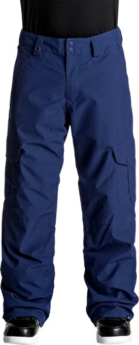 Брюки утепленные мужские Quiksilver, цвет: темно-синий, темно-серый, серо-голубой. EQYTP03062-BSW0. Размер S (46)EQYTP03062-BSW0Сноубордические брюки Quiksilver выполнены из полиэстера простого плетения с водостойкой мембраной 10K Quiksilver DryFlight. Подкладка выполнена из тафты и трикотажа с начесом, мягкая вставка из трикотажа с начесом с изнанки пояса. Модель стандартного кроя – Regular. Все основные швы проклеены. Куртку и штаны можно пристегнуть друг к другу. Пояс на утяжке для регулировки размера. Вентиляционные прорези на сеточной подкладке. Держатель для скипасса. Низ штанин со вставкой на кнопке, уплотненные края штанин, гейтеры из тафты, система утяжки края штанин для защиты их от преждевременного износа.