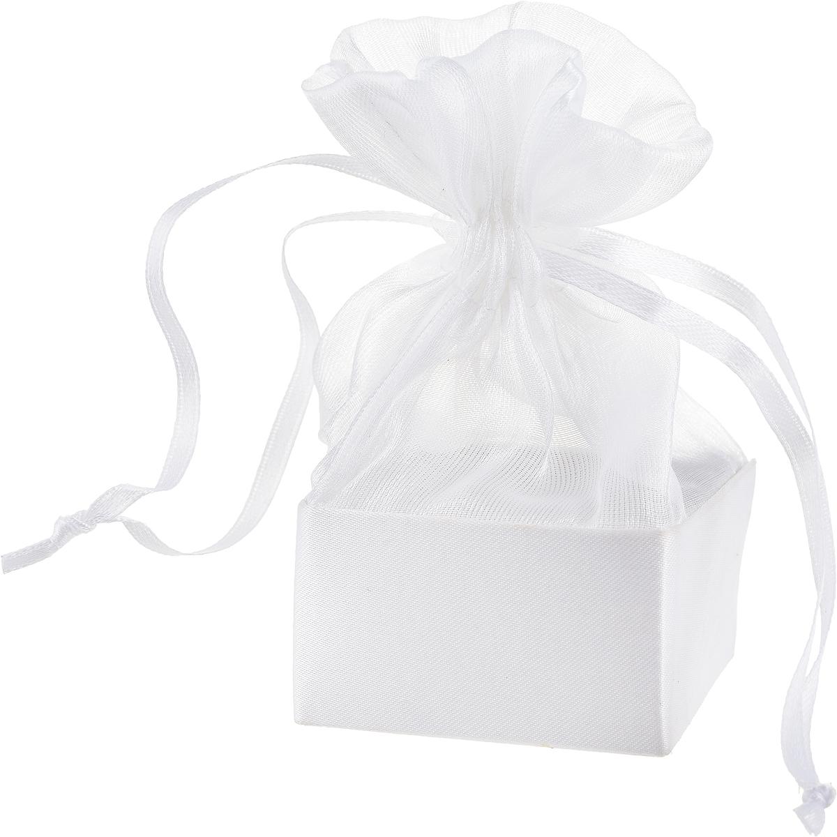 Коробочка для подарка Piovaccari Тиффани, цвет: белый, 5 х 5 х 11 см1898XP 01Коробочка для подарка Piovaccari Тиффани выполнена в виде мешочка, который затягивается и завязывается лентой. Основание коробки изготовлено из твердого картона и обтянуто органзой. Коробочка Piovaccari Тиффани станет одним из самых оригинальных вариантов упаковки для подарка. Яркий дизайн будет долго напоминать владельцу о трогательных моментах получения подарка.
