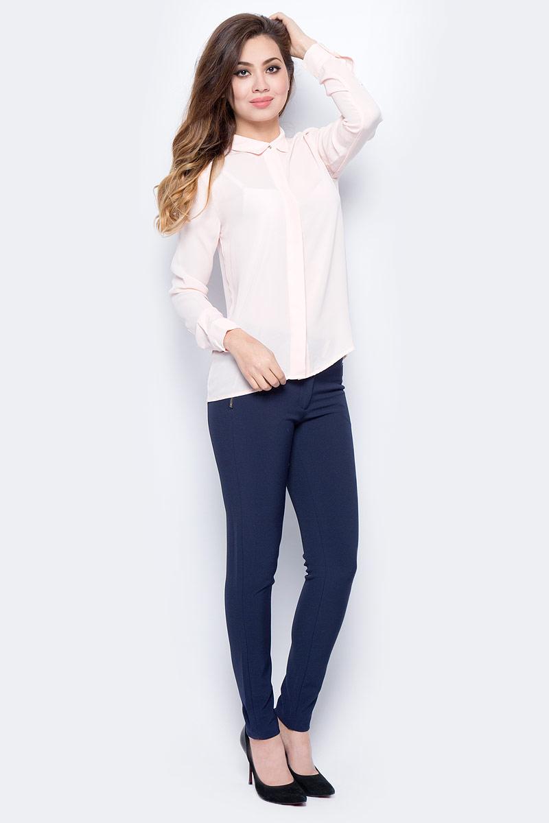 Блузка женская Sela, цвет: пастельно-розовый. B-112/1322-7321. Размер 48B-112/1322-7321Стильная блузка от Sela выполнена из высококачественного струящегося материала. Модель полуприлегающего силуэта с длинными рукавами и отложным воротником застегивается на пуговицы, скрытые под планкой.