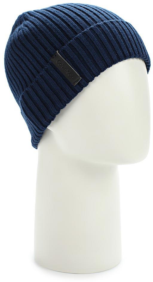 Шапка мужская Calvin Klein Jeans, цвет: темно-синий. K50K501334_411. Размер универсальныйK50K501334_411Стильная женская шапка Calvin Klein Jeans отлично подойдет для повседневной носки в прохладную погоду. Шапка выполнена из высококачественного хлопка с добавлением кашемира. Она очень мягкая и приятная на ощупь, максимально сохраняет тепло. Шапка спереди украшенанашивкой с названием бренда. Такая шапка станет модным дополнением вашего гардероба, а также подарит вам ощущение тепла и комфорта.