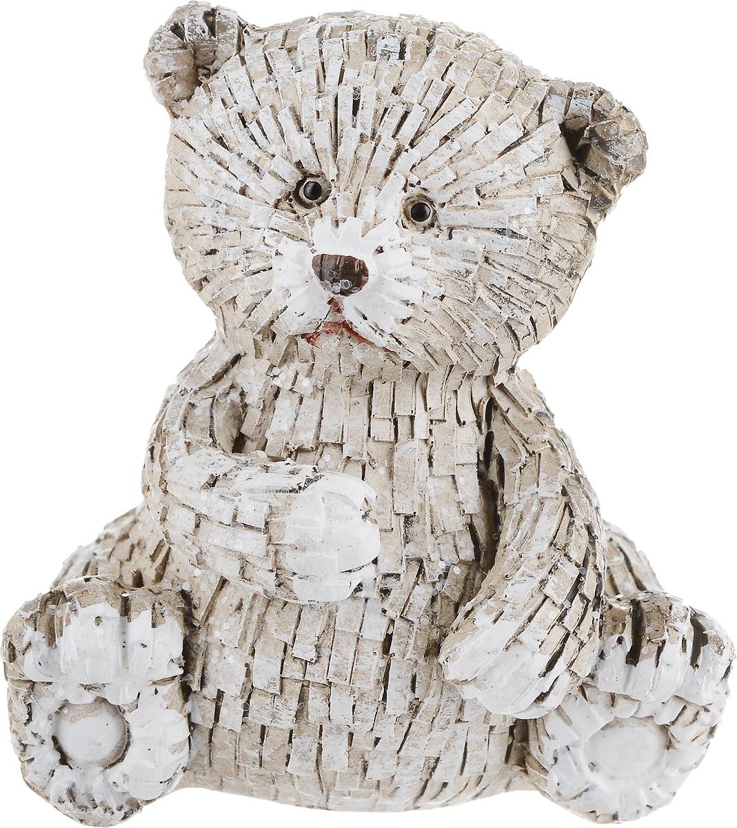 Фигурка декоративная Magic Time Морозный мишка. 7567075670Декоративная фигурка Magic Time Морозный мишка станет прекрасным дополнением к интерьеру. Изделие, изготовленное из полирезины, выполнено в виде мишки. Вы можете поставить фигурку в любом месте, где она будет удачно смотреться и радовать глаз.Такая фигурка станет отличным подарком для близких и друзей.Размеры: 7 х 5 х 7 см.