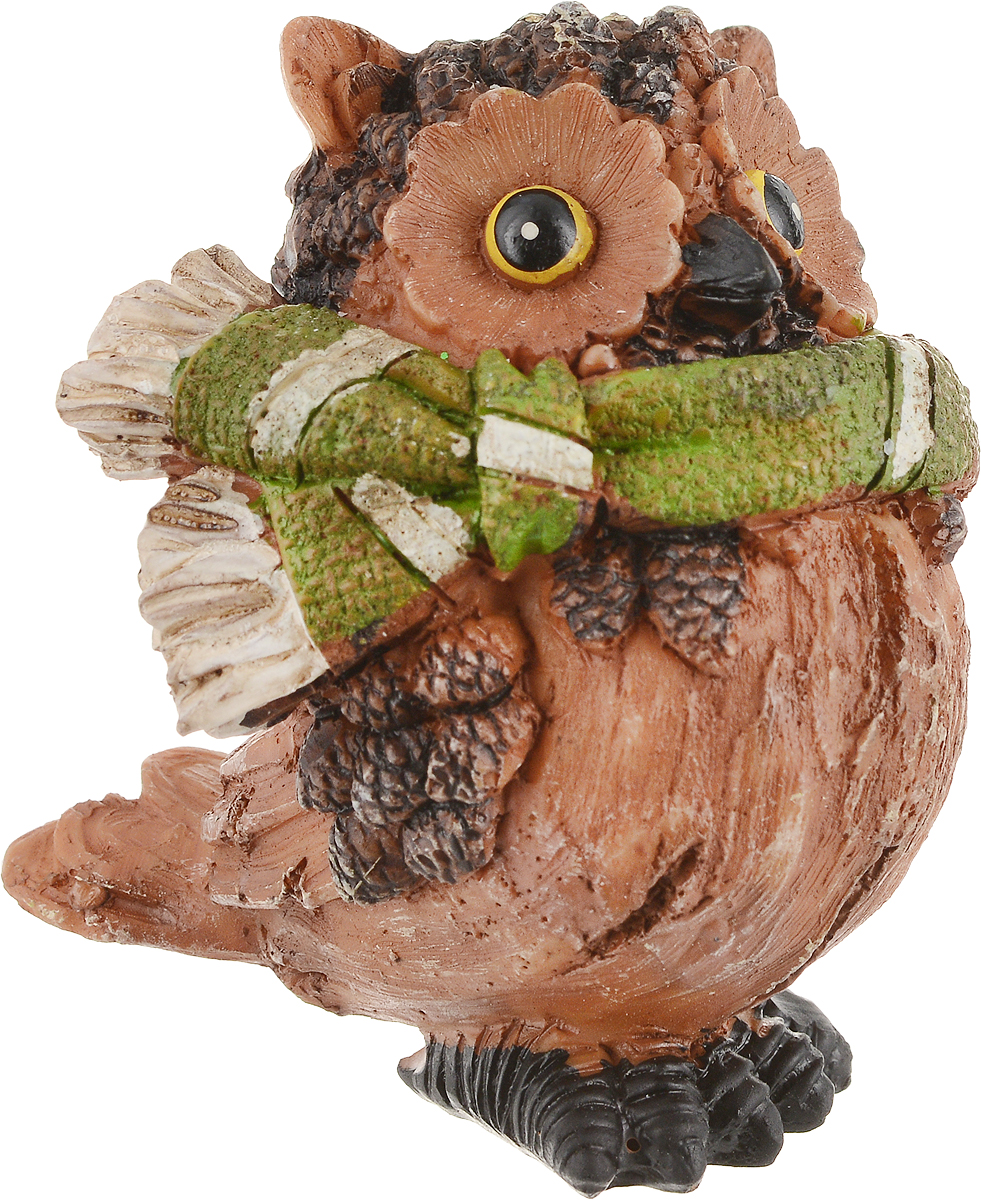 Фигурка декоративная Magic Time Сова в зеленом шарфике. 7566275662Декоративная фигурка Magic Time Сова в зеленом шарфике станет прекрасным дополнением к интерьеру. Изделие, изготовленное из полирезины, выполнено в виде совы. Вы можете поставить фигурку в любом месте, где она будет удачно смотреться и радовать глаз.Такая фигурка станет отличным подарком для близких и друзей.Размеры: 7 х 5 х 6,8 см.