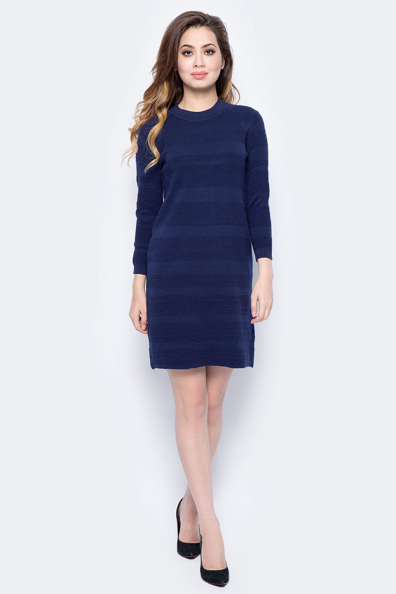 Платье Sela, цвет: насыщенный темно-синий. DSw-317/1164-7422. Размер S (44)DSw-317/1164-7422Повседневное платье от Sela выполнено из натурального хлопка. Модель прямого кроя с рукавами 3/4 и круглым вырезом горловины.