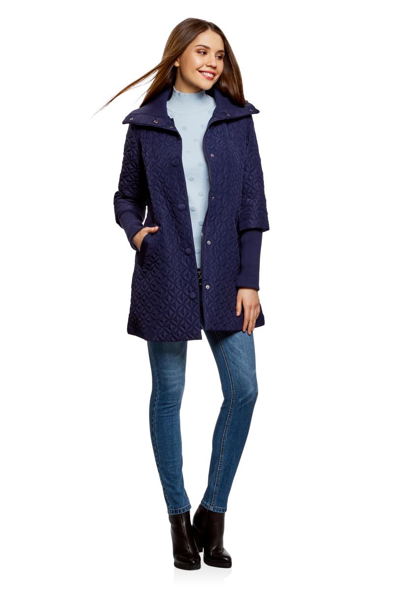 Пальто женское oodji Collection, цвет: темно-синий. 28303004/47200/7901N. Размер 38-170 (44-170)28303004/47200/7901NУтепленное стеганое пальто от oodji выполнено из высококачественного материала. Модель с длинными рукавами и высоким воротником-стойкой застегивается на молнию и дополнительно имеет ветрозащитный клапан на кнопках. Пальто дополнено втачными карманами. Рукава оформлены длинными трикотажными вставками.