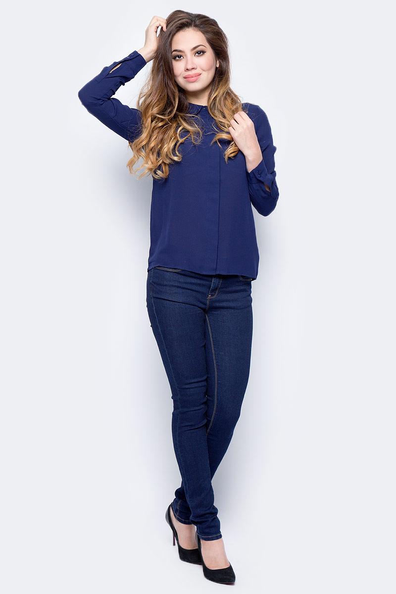 Блузка женская Sela, цвет: фиолетово-синий. B-112/1322-7321. Размер 44B-112/1322-7321Стильная блузка от Sela выполнена из высококачественного струящегося материала. Модель полуприлегающего силуэта с длинными рукавами и отложным воротником застегивается на пуговицы, скрытые под планкой.