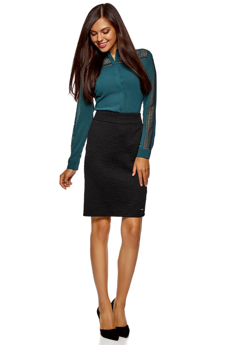 Юбка oodji Collection, цвет: черный. 24101036-4/47199/2900N. Размер XS (42)24101036-4/47199/2900NКлассическая женская юбка от oodji выполнена из высококачественного фактурного материала. Модель облегающего кроя сзади застегивается на молнию.