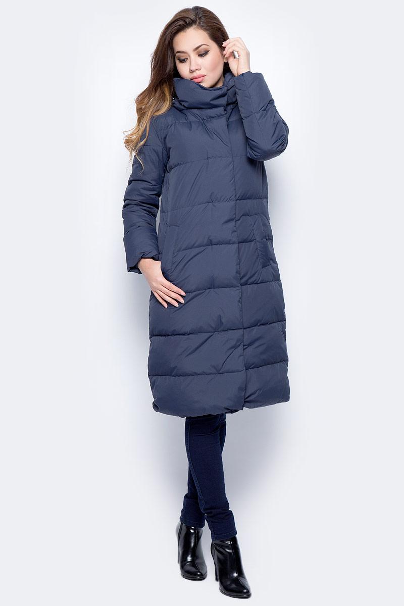Пальто женское Sela, цвет: темный деним. Ced-126/1001-7412. Размер XS (42)Ced-126/1001-7412Стильное женское пальто Sela изготовлено из полиэстера. В качестве утеплителя используется пух. Модель с капюшоном застегивается на застежку-молнию и дополнительно на ветрозащитную планку с кнопками. Изделие дополнено спереди двумя прорезными карманами.
