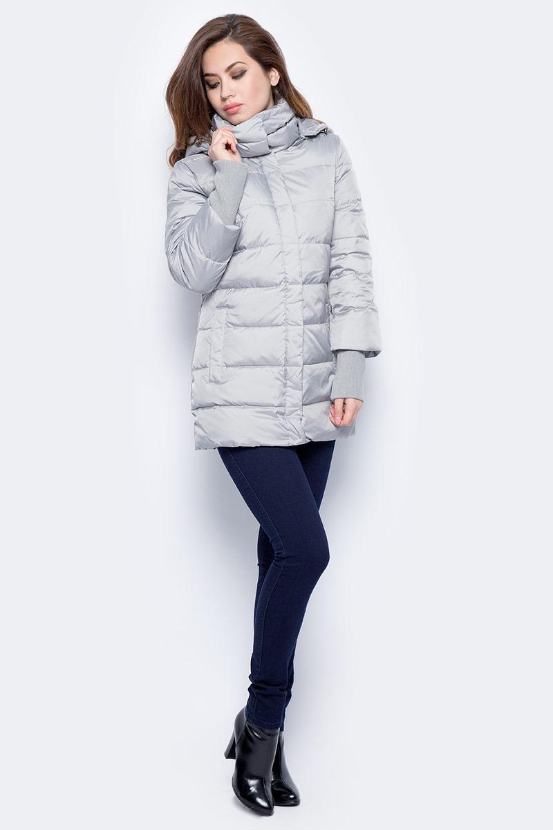 Куртка женская Sela, цвет: стальной. Cd-126/1010-7412. Размер XS (42)Cd-126/1010-7412Стильная женская куртка Sela изготовлена из полиэстера. В качестве утеплителя используется пух. Куртка с капюшоном застегивается на застежку-молнию и дополнительно на ветрозащитную планку с кнопками. Рукава дополнены трикотажными манжетами. Изделие дополнено спереди двумя прорезными карманами.