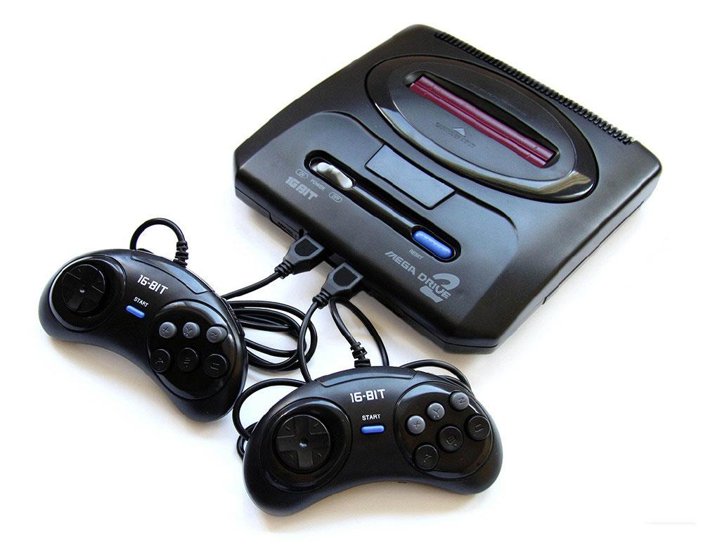 Simbas Mega Drive 2 игровая приставкаVG-1602Sega MegaDrive 2 - это 16 битная игровая телевизионная приставка, самая популярная игровая консоль . Она оснащена процессором Motorola 68000, тактовая частота 7,61 МГц. В ней имеется порт для картриджа, 2 джойстика, адаптер, инструкция и гарантийный талон.