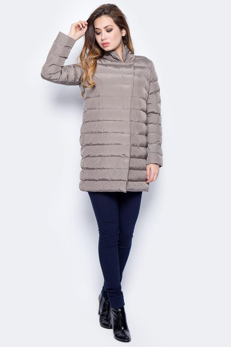 Куртка женская Sela, цвет: темно-бежевый. CpQ-126/751-7311. Размер L (48)CpQ-126/751-7311Стильная женская куртка Sela изготовлена из полиэстера. Куртка с воротником-стойкой застегивается на застежку-молнию и дополнительно на ветрозащитную планку с кнопками. Изделие дополнено спереди двумя прорезными карманами.