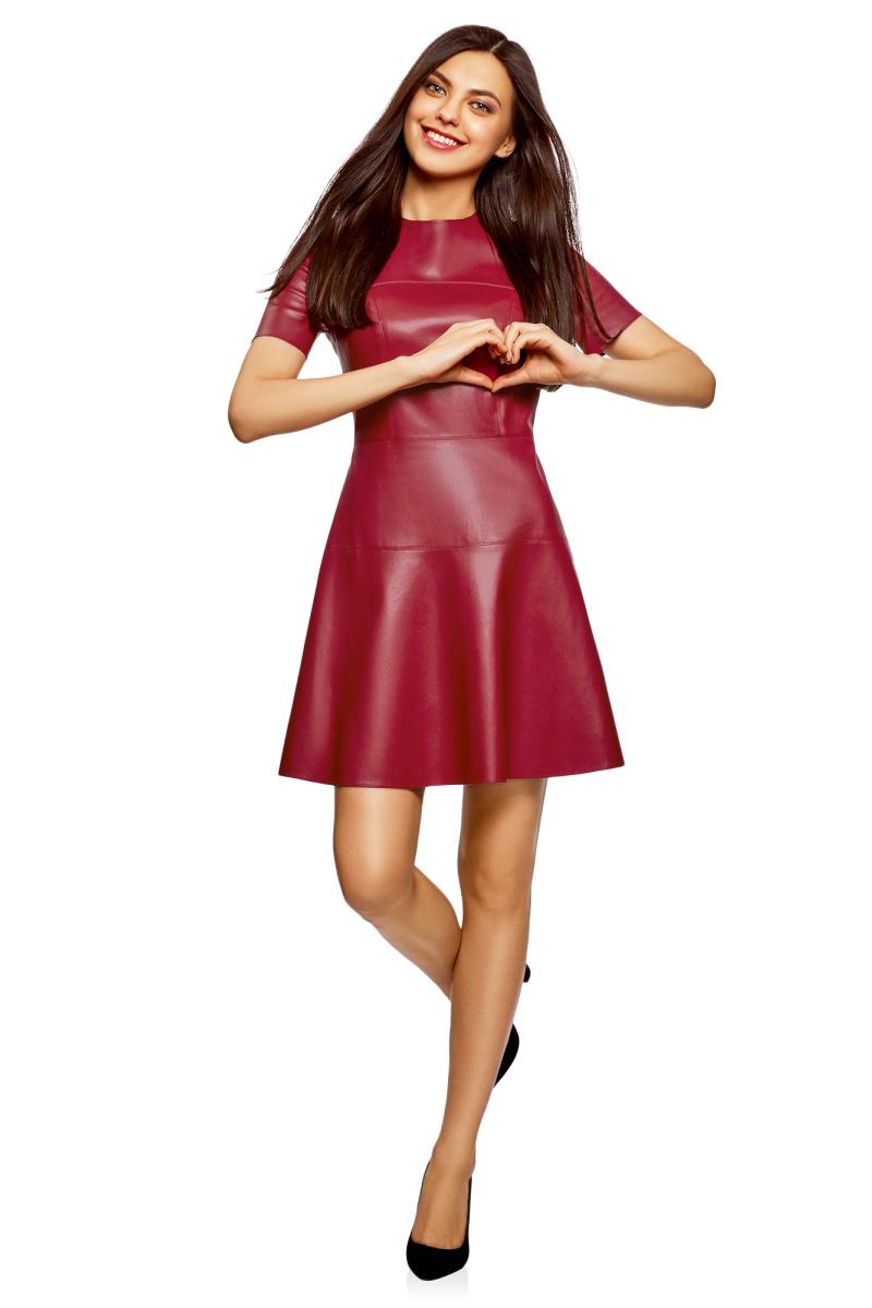 Платье oodji Ultra, цвет: бордовый. 18L00004-1/43578/4901N. Размер 38-170 (44-170)18L00004-1/43578/4901NСтильное платье от oodji выполнено из искусственной кожи. Приталенная модель с короткими рукавами и круглым вырезом горловины на спинке застегивается на потайную застежку-молнию.