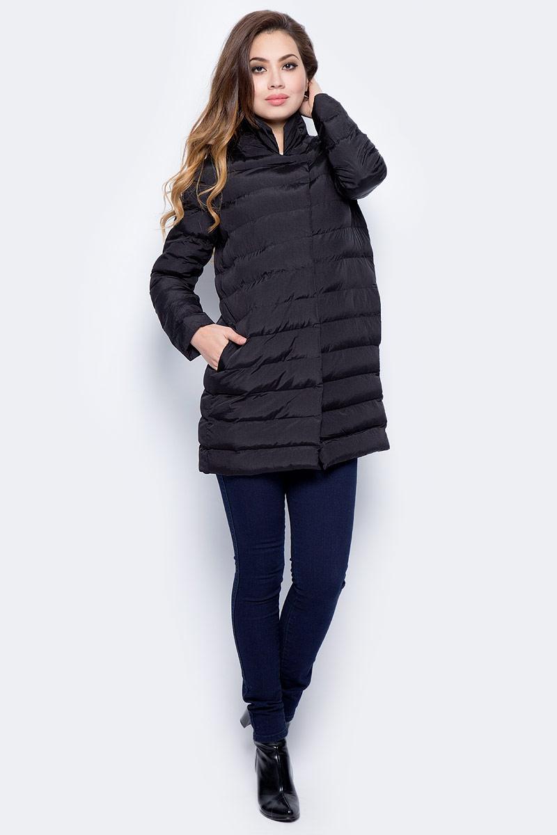 Куртка женская Sela, цвет: черный. CpQ-126/751-7311. Размер M (46)CpQ-126/751-7311Стильная женская куртка Sela изготовлена из полиэстера. Куртка с воротником-стойкой застегивается на застежку-молнию и дополнительно на ветрозащитную планку с кнопками. Изделие дополнено спереди двумя прорезными карманами.