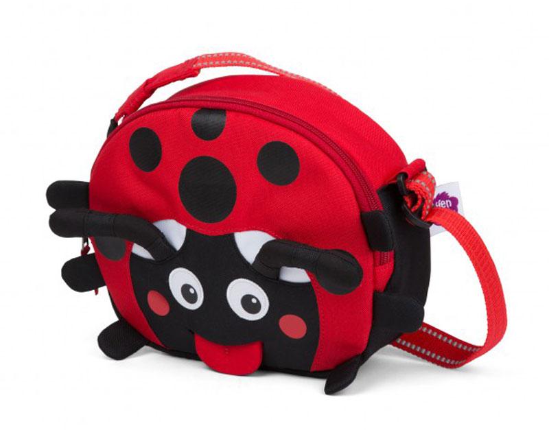 Affenzahn Сумка детская Lilly LadybirdAFZ-FSB-001-009Детская сумочка Affenzahn Lilly Ladybird выполнена из прочного и качественного материала. Сумка имеет одно вместительное отделение на застежке-молнии. Внутри отделения располагается открытый карман.Регулируемый длинный ремешок позволяет носить сумочку через плечо. На лицевой стороне изделия находится специальный высовывающийся ярлык-язык для написания имени ребенка.